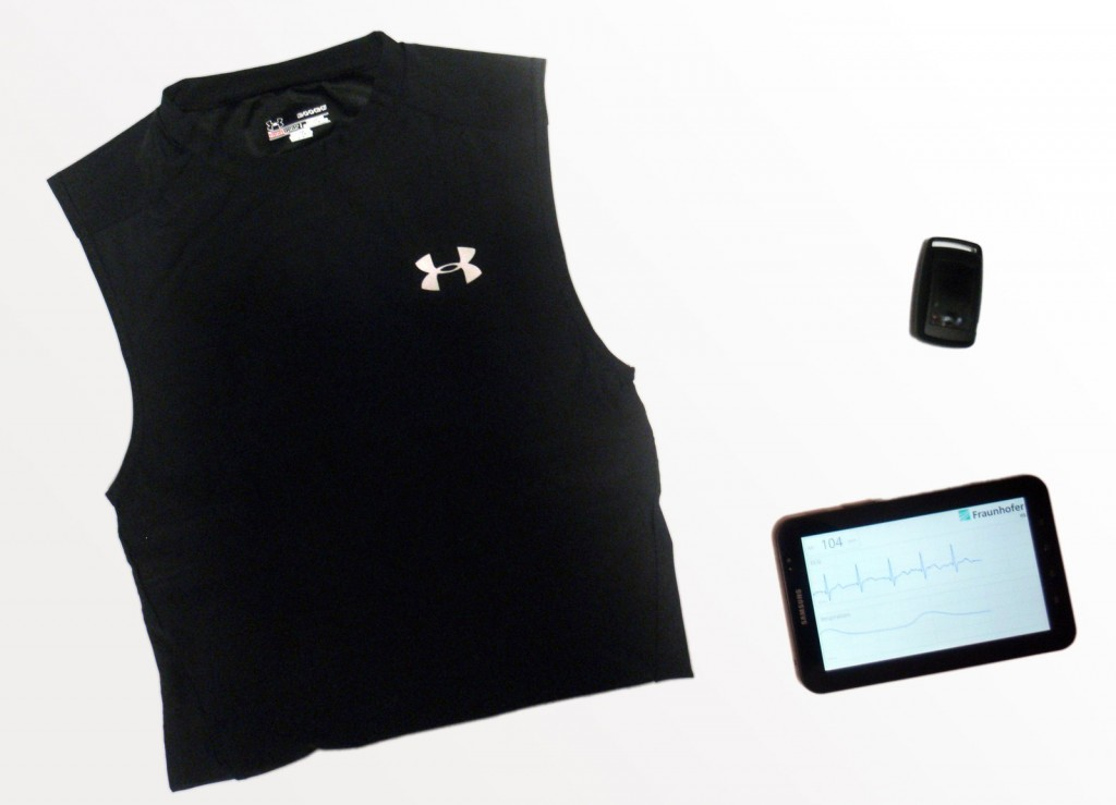 The FitnessSHIRT reads out physiological signals like pulse and breath continuously when worn. The interpreted data can be viewed on a smartphone or tablet PC, for example.